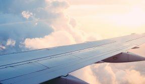 Šesť spôsobov, ako sa starať o svoju pleť počas dlhého letu